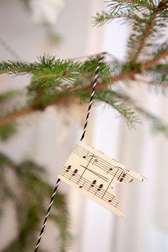 Christmas tree garland idea- love it!
