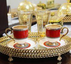 """104 Beğenme, 4 Yorum - Instagram'da Merve B. (@merve_bzbg): """"Yoğunluktan henüz kahvemi içemediysem arşivden bir fotoğraf ile selamlayayım Ve gidip bir kahve…"""" Coffee Break, Coffee Time, Morning Coffee, Tea Time, Turkish Coffee Cups, Colorful Party, V60 Coffee, Best Coffee, Afternoon Tea"""