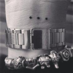 """sara.marchetti91 #casttattoo In redazione stanno arrivando tantissime foto di tatuaggi con storie bellissime. Grazie a tutti e continuate così! Ecco il tatuaggio di """"sara.marchetti91"""". """" Quando non hai più parole non puoi fare altro che affidare a 3 puntini tutto il mondo che vorresti esprimere! Quei 3 puntini sono il mio mondo… """" http://tattoo.codcast.it/"""