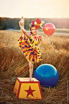 CIRCUS Photographer - Marina Pershina MUAH - Looiza Potapova Kids Fashion Designer - Must have a stand like this. balloons, and stripe fabric for the backdrop :) Carnival Birthday Parties, Circus Birthday, Circus Theme, Circus Party, Kids Fashion Photography, Children Photography, Circus Photography, Art Du Cirque, Circus Fashion