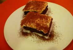 15 leheletkönnyű túrós-vaníliapudingos sütemény | nosalty.hu Sweet Recipes, Tiramisu, Breakfast, Ethnic Recipes, Food, Morning Coffee, Eten, Tiramisu Cake, Meals