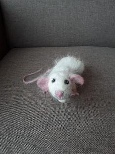 Needle felt mouse by Anita.
