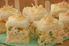 Confira esta receita de bolo salgado de salpicão no palito, que além de ficar uma delícia, é uma opção prática e versátil que agrada todo mundo!