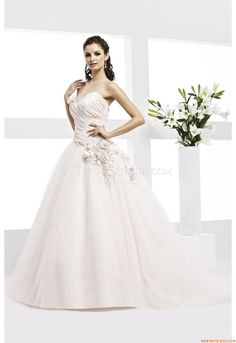 Elegant Sweetheart Ball Gown court Train Unique Wedding Dress Veromia VR 61067 Veromia