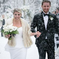 Winter Wedding Fur, Winter Bride, Fall Wedding, Wedding Ideas, Winter Weddings, Wedding Poses, Romantic Weddings, Wedding Pictures, Wedding Details