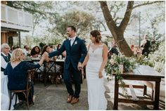 A beautiful backyard wedding at Sacred Mountain Retreat in Julian, CA || Photography by Shelly Anderson Photography || www.shellyandersonphotography.com