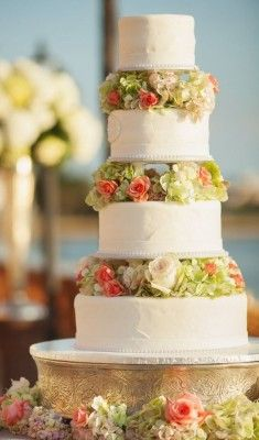 Wedding Cakes with Creatively Special Details - MODwedding