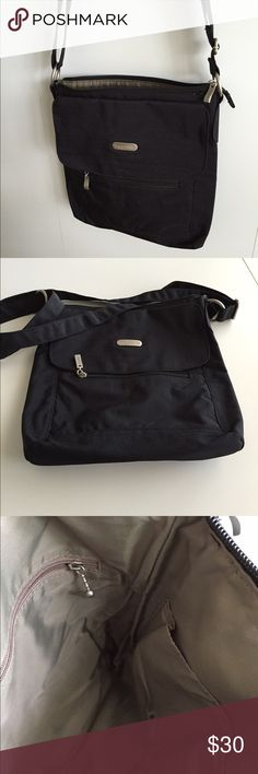 Baggallini black purse Beautiful black/taupe lining purse, back open flap pocket, 1  front flap and 1 zipper pocket, Great condition, priced to sell Baggallini Bags Crossbody Bags