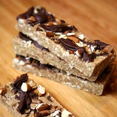 Chocolate Almond Protein Bars: perfect pre or post workout, but your tastebuds will think it's dessert (vegan). Chocolate Almond Protein Bars: perfect pre or post workout, but your tastebuds will… Vegan Protein Bars, Protein Snacks, Protein Desserts, Protein Recipes, Healthy Protein, Arbonne Protein Bars, High Protein Vegan Breakfast, Protein Cake, Protein Power