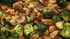 ИНГРЕДИЕНТЫ0,5 кг куриных грудок, кубиками соль по вкусу перец по вкусу 0,5 кгброкколи 250 г грибов, нарезанный 3 столовые ложки масла для жаркиДля соуса:3 зубчика чесн