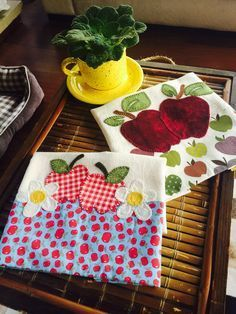 New sewing table cloth diy fabrics ideas Sewing Room Storage, Sewing Room Organization, Sewing Rooms, Decorative Towels, Sewing Patterns For Kids, Sewing Table, Patch Quilt, Mug Rugs, Dish Towels
