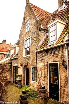 Gouda - Het Hofje van Letmaet (ook Christina Gijsbertshofje), gesticht in 1616 aan de Nieuwehaven.
