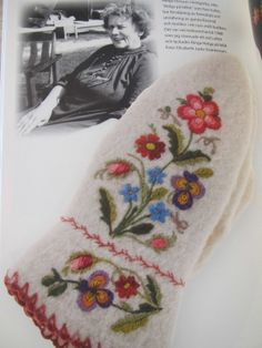 Winter Flowers Swedish Embroidery, Winter Flowers, Folklore, Scandinavian Design, Fingerless Gloves, Mittens, Needlework, Diy And Crafts, Coin Purse