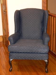 Paint a Chair! - how to paint fabric on furniture Fabric Paint For Furniture, Painting Fabric Furniture, Paint Upholstery, Diy Furniture Easy, Furniture Upholstery, Paint Fabric, Furniture Makeover, Painted Furniture, Paint Couch