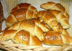 (1) Lenmagos fokhagymás kifli | Andi1980 receptje - Cookpad receptek Hot Dog Buns, Hot Dogs, Bagel, Bread, Food, Brot, Essen, Baking, Meals