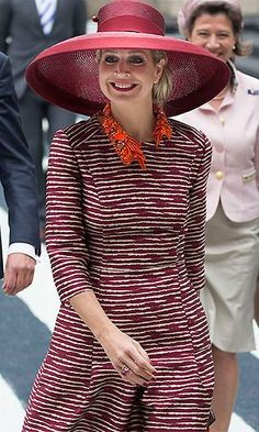 (C) Queen Maxima of The Netherlands opens the Design Derby Netherlands - Belgium on June 2015 in Rotterdam Netherlands. Queen M. Fuschia Dress, Burnt Orange Dress, Simple Outfits, Casual Outfits, Dutch Queen, Simple Black Dress, Brown Outfit, Light Blue Dresses, Derby