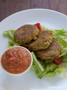 Przepis na kotlety z kaszy jaglanej i bobu z pikantną salsą orzechowo-pomidorową