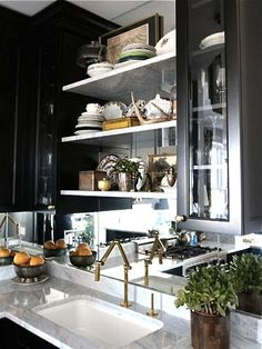 brass-faucet-butlers-pantry
