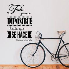 """""""Todo parece imposible hasta que se hace"""", un vinilo muy motivador formado por una frase de Nelson Mandela."""