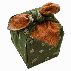 Das Furoshiki ist ideal zum Verpacken von Geschenken. #furoshiki #geschenkverpackung