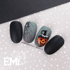 ▷ 1001 + ideas for awesome and spooky halloween nails 107 Holiday Nail Designs, Holiday Nail Art, Halloween Nail Designs, Cute Nail Designs, Halloween Halloween, Cute Halloween Nails, Holloween Nails, Halloween Acrylic Nails, Love Nails