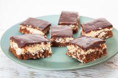 Ismeritek a rumos-kókuszos csokikat? És mi a véleményetek róla? Én a magam részéről egyszerűen imádom ezt az ízkombinációt, annyira finom, annyira gondtalan, nyári, vidám... karibi hangulatú. Készítsünk akkor csokis-kókuszos-rumos süteményt kevés munkával, sütés nélkül! Isteni lesz, előre szólok. A…