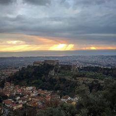 Vista mare #castellomalaspina #massa #toscana #italia #toscana_amoremio #toscana_super_pics #toscana_in #toscana_city #toscana_friends #toscano #sole #martirreno #paesaggioitaliano #paesaggiotoscano #tuscany #castello #picoftheday #pic #nofilter #gennaio #2017