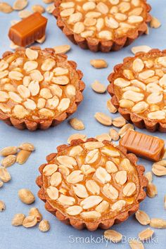 Tartlets fudge with nuts Grain Of Sand, Food Cakes, Cake Recipes, Caramel, Recipies, Cookies, Baking, Sweet, Desserts