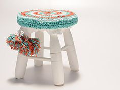 crochet I want to do this for little Owen's stool! Crochet Mat, Crochet Home, Crochet Doilies, Craft Patterns, Crochet Patterns, Diy Crafts For School, Crochet Circles, Creative Decor, Crochet Projects
