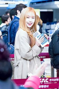 Gfriend-SinB 180328 Gimpo Airport Heading to Japan Sinb Gfriend, Gfriend Sowon, South Korean Girls, Korean Girl Groups, Fan Picture, G Friend, Queen B, Dance Moves, Pop Group