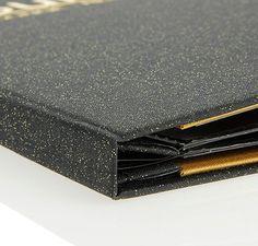 Porte-menu Duo en tissu déperlant anti-taches. Reluire intérieure à vis pour feuillets pvc. Impression possible à chaud ou digitale. Formats A4 et A5.