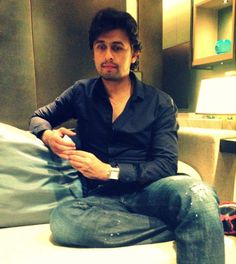 Sonu Nigam Interview - Live in Hong Kong Sonu Nigam, Music Artists, Hong Kong, Singers, Fangirl, Bollywood, Interview, Saree, India