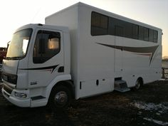 This 2004 #LeylandDAF 45 LF horsebox carries up to three horses | For sale on #HorseDeals
