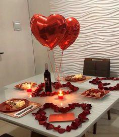 Romantic Dinner Tables, Romantic Dinner Setting, Romantic Date Night Ideas, Romantic Dinners, Romantic Gifts, Romantic Food, Romantic Valentines Day Ideas, Romantic Picnics, Romantic Room Surprise