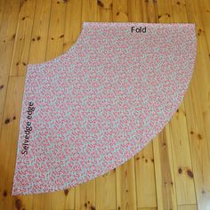 Sewing Skirts How to sew a simple half circle Skirt without a zipper - Beginner's Sewing Tutorial - How to sew a simple half circle Skirt without a zipper - Beginner's Sewing Tutorial, free Pattern for any Size Girls Skirt Patterns, Skirt Patterns Sewing, Sewing Patterns Free, Free Sewing, Pattern Sewing, Sewing Hacks, Sewing Tutorials, Sewing Tips, Pola Rok