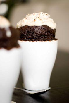 Mug Cake au Chocolat & Chantilly de Cacahuètes