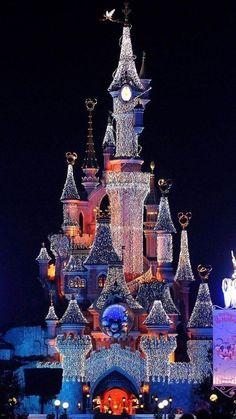 Christmas lights at Disneyland Paris http://imgsnpics.com/christmas-lights-at-disneyland-paris/