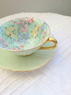 Antiguo Shelley Bone China Inglaterra patas Chintz melodía patrón Oleander taza y platillo Tea Party - Ca. 1935-1962