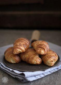 Multigrain croissant with honey and yogurt