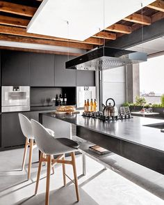 Trying to find luxury kitchen design inspiration? Have a look at our leading 63 much-loved examples of seriously elegant luxury kitchens as well as unique. Home Kitchens, Contemporary Kitchen, Kitchen Cabinet Design, Kitchen Decor, Modern Kitchen, Kitchen Interior, Interior Design Kitchen, Home Decor, House Interior