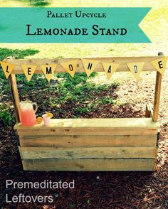 How to Make an Upcycled Pallet Lemonade Stand - an  easy DIY pallet project