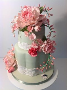 The Mischief Maker Cake | Outstanding Wedding Cake With Elaborate Fondant Flowers | Modweddings.com