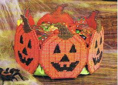 Plastic Canvas Bear Free Patterens | ... LANTERN Treat Basket - Boo Witch - Halloween Plastic Canvas PATTERNS