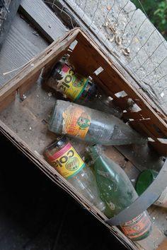 Leergut in einer alten #Wohnung #Lost #Urbex #DDR