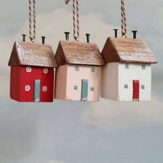 🌟Tante S!fr@ loves this📌🌟Snow cottages Wood Block Crafts, Wooden Crafts, Diy And Crafts, Handmade Christmas Decorations, Christmas Crafts, Small Wooden House, Wooden Houses, Diy Y Manualidades, Wooden Snowflakes
