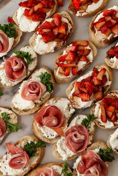 Crostini, Bruschetta, Ricotta, Good Food, Yummy Food, Clean Eating Snacks, Appetizer Recipes, Meat Appetizers, Finger Foods