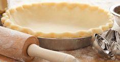 La pâte brisée, vous savez, la pâte à tarte de base, ce classique indétrônable, apprenez à la faire vous-même en un tour de main. Car cette recette se révèle d'une simplicité déconcertante... Crepes, Fun Desserts, Base, Apple Pie, Tour, Pains, Robot, Cooking Recipes, Butter