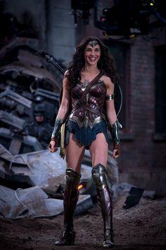 Batman vs Superman - Gal Gadot compartilha bela foto da Mulher-Maravilha nos…