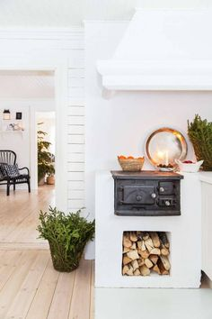 Most current Cost-Free puuhella Wood Stove Concepts Although solid wood is easily the most eco-friendly warming procedure, them by no means looks like it's talked. Kitchen Dining, Kitchen Decor, Kitchen Lamps, Kitchen Stove, Design Kitchen, Kitchen Lighting, Swedish Farmhouse, Classic Kitchen, Minimal Kitchen