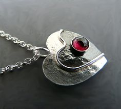 Sterling silver heart necklace with garnet R4 - Garnet heart - Heart pendant - Gemstone pendant - Silver pendant (49.00 GBP) by Kailajewellery